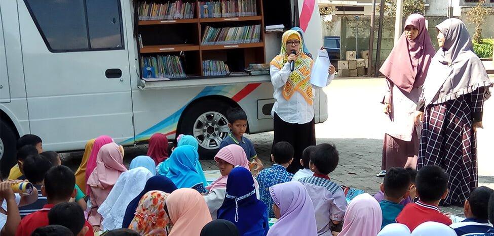 Akhiri Bulan Bahasa Dengan Hadirkan Perpustakaan Keliling